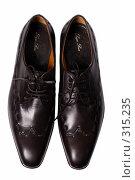 Купить «Туфли на белом фоне», фото № 315235, снято 29 мая 2007 г. (c) Илья Лиманов / Фотобанк Лори