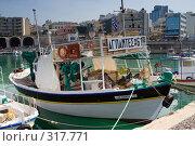 Купить «Греческое рыболовецкое судно в порту Ираклион», фото № 317771, снято 1 мая 2008 г. (c) Галина Лукьяненко / Фотобанк Лори