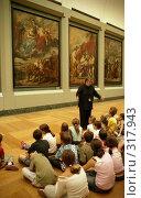 Купить «Урок в Лувре. Париж», эксклюзивное фото № 317943, снято 18 августа 2018 г. (c) Free Wind / Фотобанк Лори