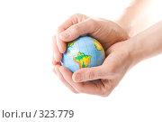 Купить «Глобус земли в ладонях», фото № 323779, снято 28 мая 2008 г. (c) Мельников Дмитрий / Фотобанк Лори