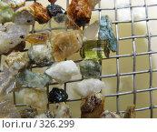 Купить «Зеленый турмалин на сите», фото № 326299, снято 13 июня 2008 г. (c) Сергей Ильков / Фотобанк Лори