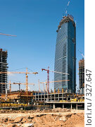 Купить «Строительство бизнес-центра», фото № 327647, снято 12 июля 2007 г. (c) Михаил Лукьянов / Фотобанк Лори