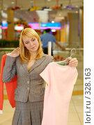 Купить «Тяжек выбор кофточки...», фото № 328163, снято 18 июня 2008 г. (c) BestPhotoStudio / Фотобанк Лори
