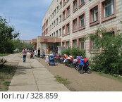 Купить «Детская поликлиника город Краснокаменск», фото № 328859, снято 17 июня 2008 г. (c) Геннадий Соловьев / Фотобанк Лори