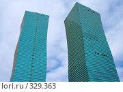 Купить «Волнистые здания. Астана.», фото № 329363, снято 15 июня 2008 г. (c) Михаил Николаев / Фотобанк Лори