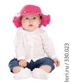 Купить «Маленькая девочка в красной шляпе», фото № 330023, снято 9 мая 2008 г. (c) Вадим Пономаренко / Фотобанк Лори