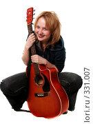 Девушка с гитарой. Стоковое фото, фотограф Варвара Воронова / Фотобанк Лори
