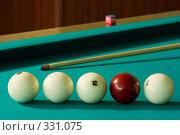 Купить «Бильярдные шары и кий», фото № 331075, снято 31 мая 2008 г. (c) Рыбин Павел / Фотобанк Лори