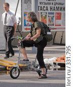 Купить «Мужчина на велосипеде», фото № 331795, снято 18 июня 2008 г. (c) Эдуард Межерицкий / Фотобанк Лори