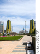 Купить «Вид со стороны Байтерека на Дворец Президента Казахстана. Астана.», фото № 333731, снято 15 июня 2008 г. (c) Михаил Николаев / Фотобанк Лори