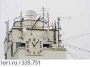 Часы и антенны. Дом Офицеров. Самара (2008 год). Стоковое фото, фотограф Андреев Виктор / Фотобанк Лори