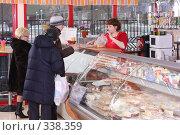Купить «Внутренний вид магазина кондитерских изделий», эксклюзивное фото № 338359, снято 12 февраля 2008 г. (c) Дмитрий Неумоин / Фотобанк Лори