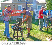 Купить «Работа кузнеца», фото № 338699, снято 28 июня 2008 г. (c) Ноева Елена / Фотобанк Лори