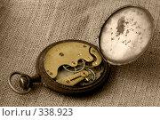 Механизм старинных, карманных часов (2008 год). Редакционное фото, фотограф Светлана Симонова / Фотобанк Лори