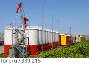Купить «Цистерны», фото № 339215, снято 24 июня 2008 г. (c) RedTC / Фотобанк Лори