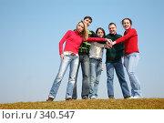 Купить «Компания молодых людей на траве», фото № 340547, снято 16 декабря 2018 г. (c) Losevsky Pavel / Фотобанк Лори