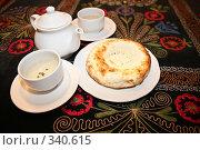 Купить «Чайник с чашками и выпечкой Teapot with cups and griddle on carpet», фото № 340615, снято 18 августа 2019 г. (c) Losevsky Pavel / Фотобанк Лори