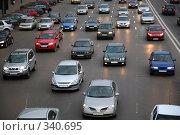 Купить «Автомобили на дороге», фото № 340695, снято 21 апреля 2007 г. (c) Losevsky Pavel / Фотобанк Лори