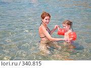 Купить «Мама с дочкой купаются», фото № 340815, снято 14 мая 2007 г. (c) Losevsky Pavel / Фотобанк Лори