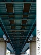 Купить «Брюхо моста», фото № 341087, снято 20 ноября 2018 г. (c) Алексей Волков / Фотобанк Лори