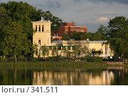 Купить «Петродворец, вид на Ольгин павильон», фото № 341511, снято 12 июня 2008 г. (c) Александр Секретарев / Фотобанк Лори