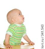 Купить «Ребенок смотрит вверх», фото № 341543, снято 6 сентября 2007 г. (c) Андрей Щекалев (AndreyPS) / Фотобанк Лори