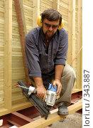 Купить «Плотник», фото № 343887, снято 17 мая 2007 г. (c) Шутов Игорь / Фотобанк Лори