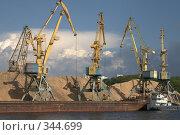 Купить «Портовые краны», фото № 344699, снято 2 июля 2008 г. (c) Юля Тюмкая / Фотобанк Лори