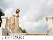 Купить «Девушка в образе Золушки», фото № 345963, снято 3 июля 2008 г. (c) Astroid / Фотобанк Лори