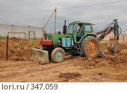 Купить «Трактор», фото № 347059, снято 28 июня 2008 г. (c) Елена Прокопова / Фотобанк Лори