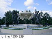 Купить «Соболя. Герб Новосибирска», фото № 350839, снято 8 июля 2008 г. (c) Виктор Ковалев / Фотобанк Лори