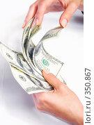 Доллары в женских руках. Стоковое фото, фотограф Марина Субочева / Фотобанк Лори