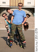 Купить «Группа роллеров», фото № 351079, снято 23 августа 2019 г. (c) Losevsky Pavel / Фотобанк Лори