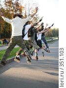 Купить «Роллеры прыгают», фото № 351103, снято 23 августа 2019 г. (c) Losevsky Pavel / Фотобанк Лори