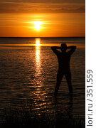 Купить «Мужской силуэт на фоне заката», фото № 351559, снято 27 июня 2008 г. (c) Григорий Писоцкий / Фотобанк Лори