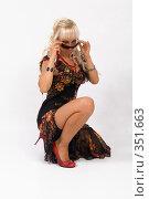 Купить «Блондинка в красивом платье», фото № 351663, снято 4 июля 2008 г. (c) Михаил Мандрыгин / Фотобанк Лори