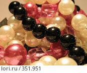 Купить «Цветные бусы», фото № 351951, снято 7 июля 2008 г. (c) Молчанова Юлия / Фотобанк Лори