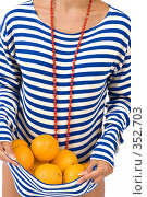 Купить «Блондинка с апельсинами», фото № 352703, снято 4 июля 2008 г. (c) Михаил Мандрыгин / Фотобанк Лори
