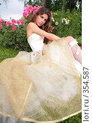 Купить «Девушка в вечернем платье», фото № 354587, снято 3 июля 2008 г. (c) Astroid / Фотобанк Лори