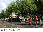 Купить «Дорожники», фото № 356179, снято 10 июля 2008 г. (c) Дмитрий Лемешко / Фотобанк Лори