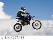 Купить «Мотоцикл на фоне неба», фото № 357499, снято 6 июля 2008 г. (c) Евгений Батраков / Фотобанк Лори