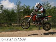Купить «Мотогонки», фото № 357539, снято 6 июля 2008 г. (c) Евгений Батраков / Фотобанк Лори