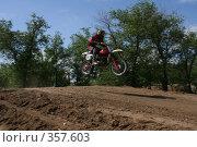 Купить «Мотогонки», фото № 357603, снято 6 июля 2008 г. (c) Евгений Батраков / Фотобанк Лори