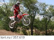 Купить «Мотоцикл в полете», фото № 357619, снято 6 июля 2008 г. (c) Евгений Батраков / Фотобанк Лори
