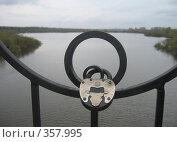 Замок на мосту на счастье. Стоковое фото, фотограф Кристина Викулова / Фотобанк Лори