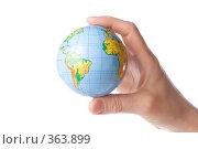 Купить «Глобус в детской руке. Защита окружающей среды», фото № 363899, снято 28 мая 2008 г. (c) Мельников Дмитрий / Фотобанк Лори