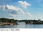 Купить «Углич. Вид на берег Волги с причалом», фото № 365995, снято 10 июля 2008 г. (c) Елена Прокопова / Фотобанк Лори