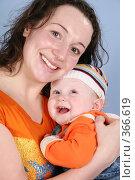 Купить «Мама с ребенком», фото № 366619, снято 14 июля 2020 г. (c) Losevsky Pavel / Фотобанк Лори