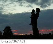 Купить «Силуэт матери и ребенка», фото № 367451, снято 23 июля 2006 г. (c) Losevsky Pavel / Фотобанк Лори