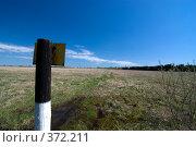 Купить «Столб в поле», фото № 372211, снято 2 мая 2008 г. (c) Андрей Некрасов / Фотобанк Лори